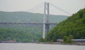 The Appalatians - kereta api dan lalu lintas tongkang, jembatan dan gunung
